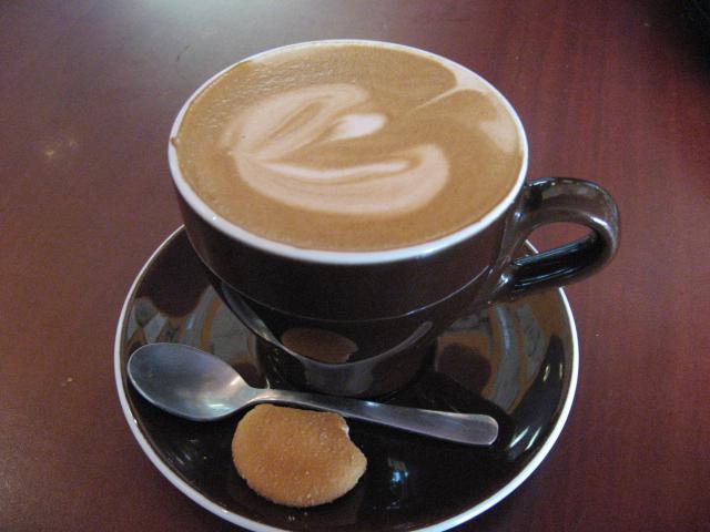 اللي بحب القهوة بالحليب يتفضل 168474.jpg